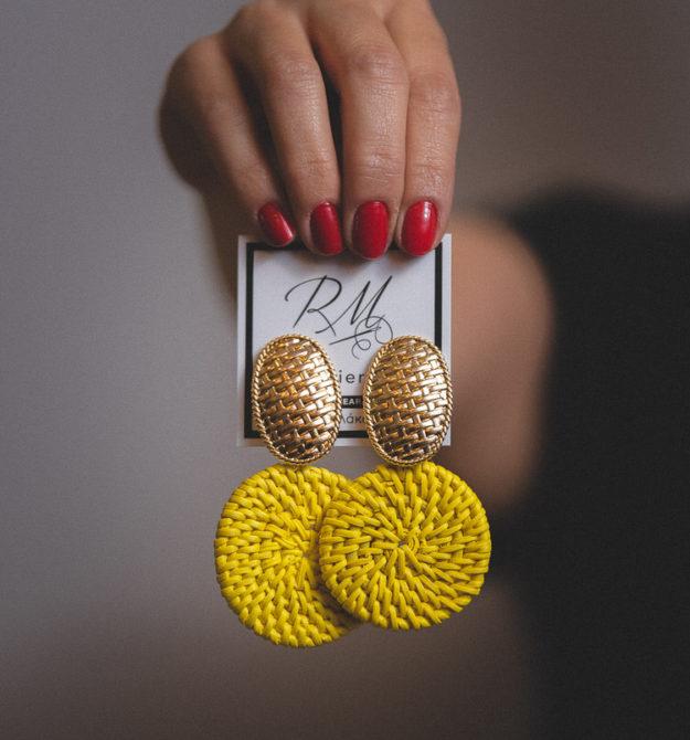 Σκουλαρίκια κίτρινα με ψάθα