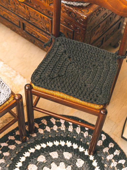 Χειροποίητο πλεκτό κάλυμμα για καρέκλα